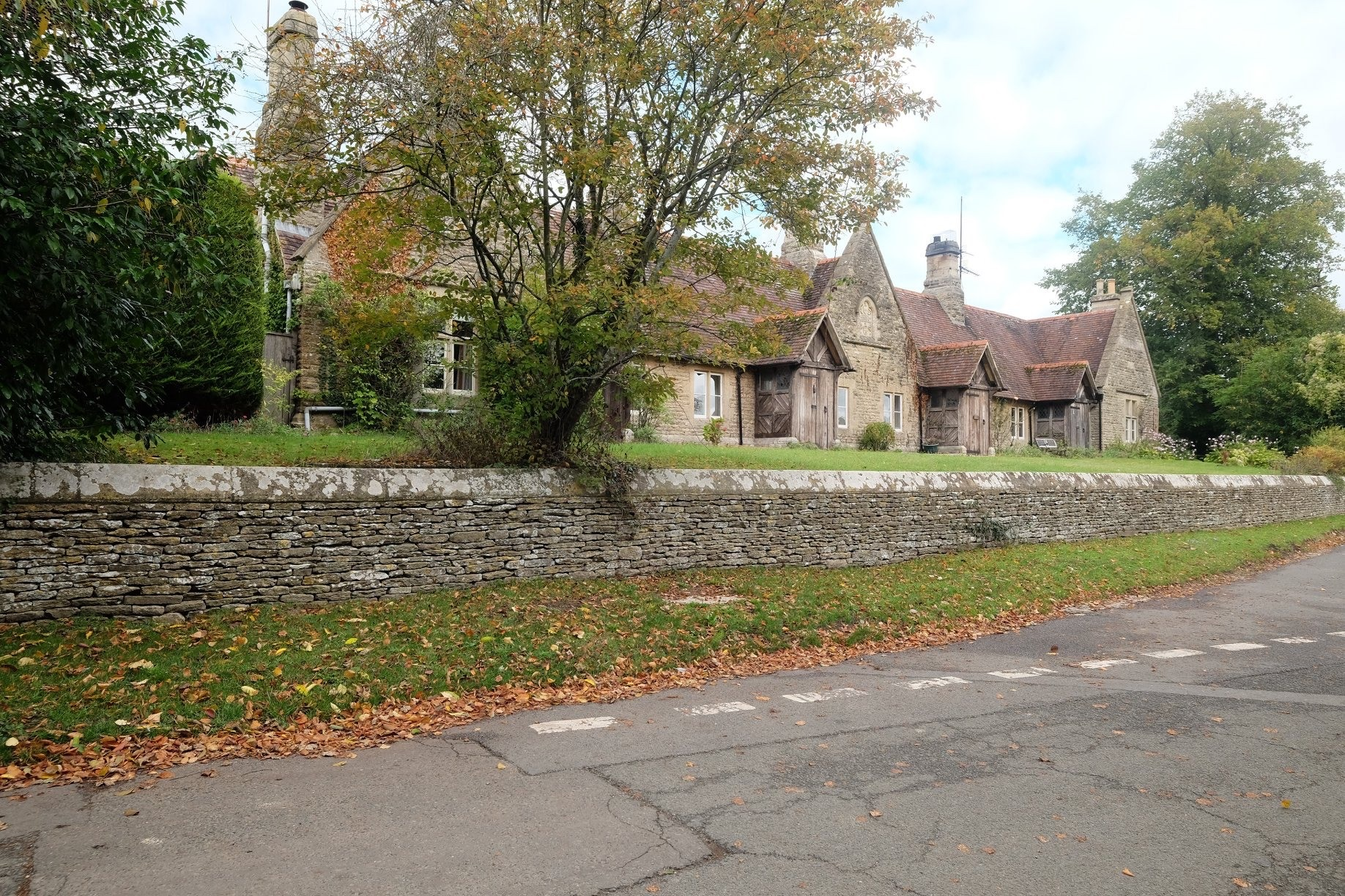 The former Alms houses is now a row of three cottages with a prominent place at the top of the village. Eastleach